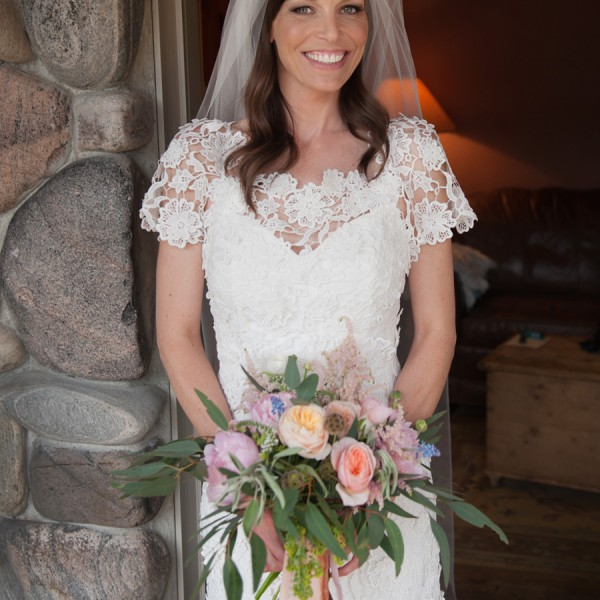 Melissa & Jarrod's Big Sky Wedding Flowers